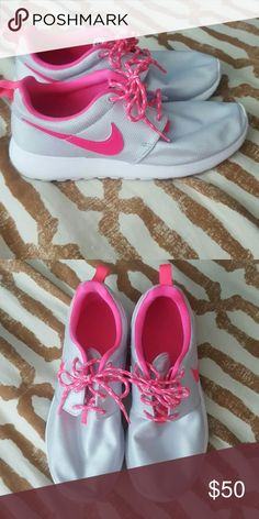 Nike Roshes •Size 5.5Y so a 7 in woman's✨ •Worn a few times✨ •No trades✨ •15% OFF bundles✨ •All/any offers must be made through Poshmark's offer feature✨ Nike Shoes