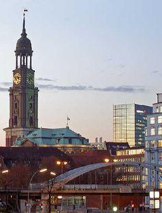 #Hambourg : une ville verte et branchée : Deuxième plus grande ville allemande après Berlin et premier port du pays, Hambourg est la cité phare du nord de l'Allemagne. Cette cité dynamique, verte et contrastée n'est pas aussi austère qu'on pourrait le croire : une destination à découvrir !