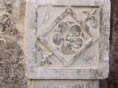 Santo Stefano di Sessanio - fregi di portali