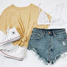 49 Spring Fashion Trends That Will Make You Look Fabulous - - Casual Outfits Teenage Outfits, Teen Fashion Outfits, Fashion Mode, Mode Outfits, Girl Outfits, Womens Fashion, Casual Teen Fashion, Insta Outfits, Fashion Shorts
