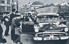 Çarşıkapı - Beyazıt arası,1970 Yıllarında bir taksi, taksimetreler yeni yeni kullanılmaya başlamış.