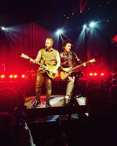 Zacky Vengeance & Synyster Gates - 2017 - The Stage tour
