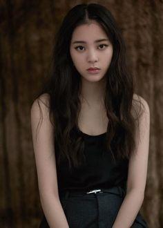 Beautiful Chinese Women, Hipster Wallpaper, Girl Artist, Stylish Girl Images, Grunge Girl, Girl Next Door, Girls Image, Beautiful Actresses, Kpop Girls