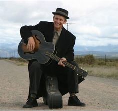 A truly South African legend - David Kramer! Rooi velle He began his music… South African English, South African Recipes, Out Of Africa, My Land, Cape Town, Languages, Bar Pics, I Am An African, Lyrics