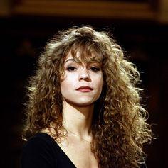 haar pony Mariah Carey and Patrick Swayze on Saturday Night. Curly Hair Styles, Curly Hair Fringe, Curly Hair With Bangs, Long Curly Hair, Hairstyles With Bangs, Natural Hair Styles, Vintage Curly Hair, Hair Inspo, Hair Inspiration