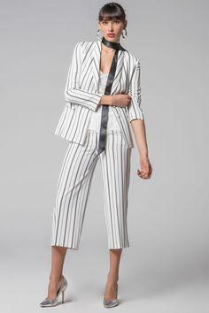 "H Forel ""γεννήθηκε"" το 1986 από δύο ανθρώπους με πάθος για τη μόδα: τη Νέλλη Ζερβούδη και τον Απόστολο Χατζούλα. Σήμερα, μετά από μια ανοδική πορεία περίπου 20χρόνων, το όνομα Forel αντιπροσωπεύει έναν από τους μεγαλύτερους οίκους μόδας στην Ελλάδα."