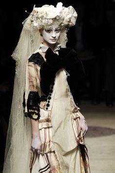 rei kawakubo for comme des garçons, autumn/winter Rei Kawakubo, Quirky Fashion, Fashion Art, High Fashion, Fashion Show, Fashion Design, Baroque Fashion, Fashion Week Paris, Moda Paris