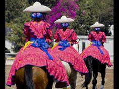 La contraparte de la moneda y la belleza en la #Charreria lindas #Amazonas Mexico #Charro women