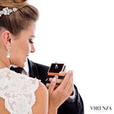 O momento mais precioso da vida de uma mulher deve ser vivido com joias únicas e especiais, que valorizam seus sonhos.