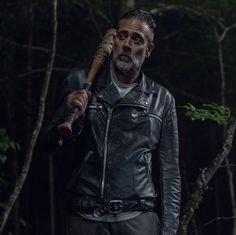 'The Walking Dead' Season Negan And Beta Finally Meet In Episode For fans of the 'Walking Dead' comics, this is a momentous occasion and could portend a big death soon. Walking Dead Comics, The Walking Dead 2, Walking Dead Memes, Walking Dead Season, Lucille Twd, Negan Lucille, Walking Dead Returns, Maggie Greene, Jeffrey Dean Morgan