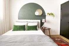 Circle accent wall behind a bed - An Eclectic Condo in Chicago with Global Finds Wall Behind Bed, Bed Wall, Living Room Accents, Living Room Decor, Home Bedroom, Bedroom Decor, Bedrooms, Wall Decor, Accent Wall Bedroom