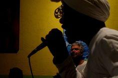 """As vozes da periferia ecoarão pelo Largo São Bento das 20h do sábado às 16h do domingo. O encontro é um convite à participação popular e reunirá representantes dos saraus Suburbano Convicto (Alessandro Buzzo), Do Binho, Elo em Brasa, Vila Fundão, Zona Autônoma da Palavra, Na Quebrada, Da Ademar, Dos Mesquiteiros, Ensaiaço e Da Cooperifa....<br /><a class=""""more-link""""…"""