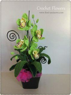 Catalogo - Fiori all'Uncinetto - Crochet Flowers Diy Crochet Toys, Thread Crochet, Crochet Projects, Orchid Flower Plant, Flower Tea, Crochet Butterfly, Crochet Flower Patterns, Stitch Crochet, Crochet Motif