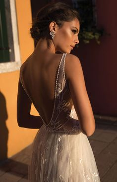 Are you ready to start 2018 with a pop of glamour? Get ready for the Gali Karten 2018 Collection to make you feel like you're in a movie with vintage details combined with a modern twist. Quality and sophistication are a crucial part of this Israeli designer's designs, and the sparkle is all there with …