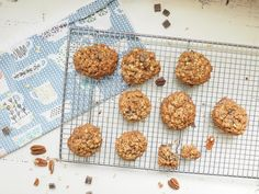These healthier oatmeal chocolate chip cookies are dairy-free and packed with fiber, making them easy to love and digest.  After School or in the Lunchbox Looking for a cookie you can feel good about serving after school or tucking into the lunchbox? Well, you have found it! This oatmeal chocolate chip cookie has long been … Healthy Chocolate Chip Cookies, Chocolate Chip Oatmeal, Dark Chocolate Chips, Healthy Cookies, Banana French Toast, Homemade Crunchwrap Supreme, Healthy Meals For Two, Delicious Chocolate, Snack Recipes