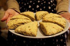 Clica para veres a receita completa destes Scones Salgados, uma delícia e muito fáceis de fazer!