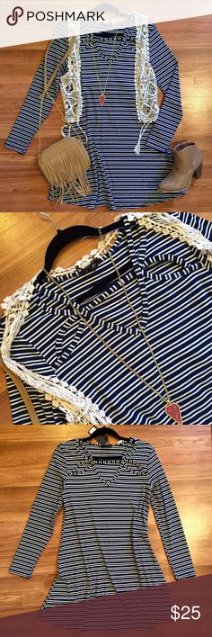Long sleeve ribbed cutout striped shift dress Navy and white striped dress, ribbed material. Cutout neck line detailing, super soft and comfortable. Brand new with tags! Great condition! Perfect for layering. Dress up or down! OPEN TO OFFERS! DISCOUNTS ON BUNDLES! Francesca's Collections Dresses