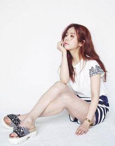 Han Ji-min flaunts slim legs @ HanCinema :: The Korean Movie and Drama Database