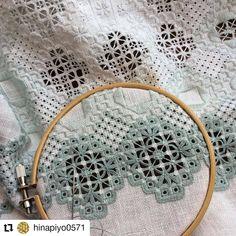 #Repost @hinapiyo0571 • • • • • • こんな、かがりをしてます😌 #ハーダンガー #ハーダンガー刺繍 #ハーダンガーワーク #グラデーション #かがり💓 #一日に一つ⁉️💦💦 #一番外側 #と言っても中もまだまだ😅 #アイレット多し💦… Hardanger Embroidery, Cross Stitch Embroidery, Gown Pattern, Heirloom Sewing, Bargello, Needlework, Crafts, Tenerife, Macrame