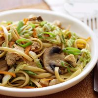 Lo Mein with Stir-Fry Vegetables - GoodHousekeeping.com