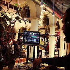 Un placer ponerle banda sonora al @mercatprincesa y a sus cenas en breve mas y mejor #mercatprincesa   #justswingdj #Onfire #seratodj #vestax #funk #disco #vintagebeats #raregrooves