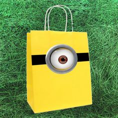 Sacola para lembrança Festa Minnions / Meu Malvado Favorito 2 por Design Festeiro http://www.elo7.com.br/festa-minnions-meu-malvado-favorito-2/dp/34307F
