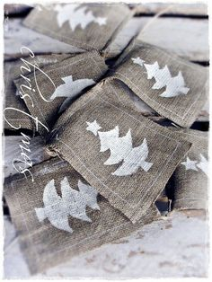 Burlap Christmas Banner. Or could do this with white calico and green tree stamps. Or angel stamps. Or...lots of things.