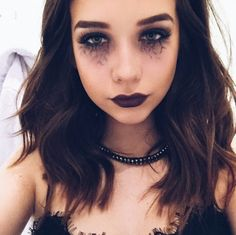 I'm having a Halloween party tonight!! Tell me if you're coming ~Karmin
