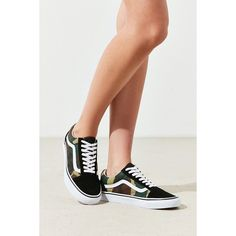Vans X UO Camo Old Skool Sneaker (799.080 IDR) ❤ liked on Polyvore featuring shoes, sneakers, camouflage sneakers, vans shoes, lace up sneakers, laced up shoes and vans sneakers