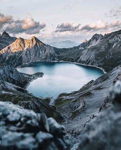 Fubiz sur Instagram : Hidden Lake by @jpkay #fubiz #art #photography #inspiration #creativity Mention @fubiz if you want to be featured on our Instagram • Instagram