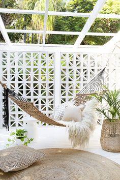 Backyard Hammock Ideas -Laying in a hammock is one of the most relaxing points worldwide. Check out lazy-day backyard hammock ideas! Backyard Hammock, Outdoor Hammock, Outdoor Balcony, Indoor Outdoor, Outdoor Living, Outdoor Decor, Hammock Ideas, Hammocks, Hammock Balcony