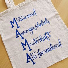Gift idea for Mother& Day - mom . hand lettering which .- Geschenkidee zum Muttertag – Mama … Handlettering welches ausgeplottet wurde … – DIY Ideen Gift idea for Mother& Day mom hand lettering which has been plotted - Crafts For Teens To Make, Crafts To Sell, Diy And Crafts, Easy Crafts, Mothers Day Presents, Fathers Day Gifts, Fathers Day Decorations, Father's Day Diy, Diy Letters