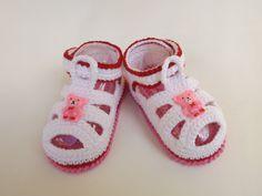 sandalinha feita em croche , cores a criterio do cliente <br> tamanhos:0 a 3 meses,3 a 6 meses !!! <br>informar o tamanho no ato da compra!