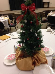 President's Club 2015- This tablescape is a sweet little Christmas tree with all the trimmings!