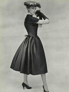What is the story behind the fashion model Marie-Thérèse? Is she the same as Marie-Thérèse Walter? Vintage Dior, Christian Dior Vintage, Vintage Couture, Vintage Dresses, Vintage Ladies, Vintage Outfits, Vintage Hats, Vintage Style, Givenchy
