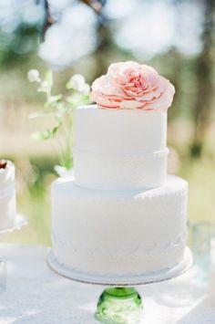 Trend Watch of Modern, Chic White Wedding Cakes