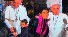 """CIUDAD DE MÉXICO, 15 Feb. 16 / 10:28 pm (ACI).-   El Papa Francisco salió esta noche de la Nunciatura Apostólica donde se aloja en México y, sin percatarse al principio, habló en italiano a los fieles presentes pidiendo rezarle a la Virgen María para que """"nos acompañe en el camino de la vida""""."""