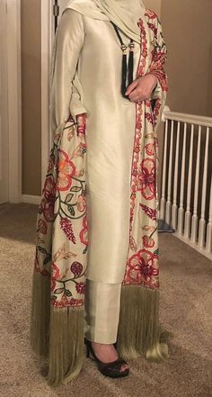 Stylish Dress Designs, Designs For Dresses, Stylish Dresses, Simple Dresses, Casual Dresses, Fashion Dresses, Pakistani Fashion Party Wear, Pakistani Formal Dresses, Pakistani Wedding Outfits