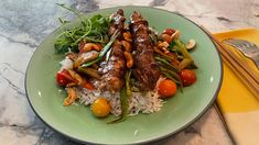 A delicious dinner option Chicken Eating, Pan Fried Chicken, Veggie Fries, Veggie Stir Fry, Dinner Dishes, Food Dishes, Main Dishes, Marilyn Denis Recipes, Asian Recipes