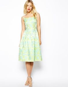 Shop ASOS Tiffany Midi Dress In Floral Jacqaurd. With a variety of delivery, payment and return options available, shopping with ASOS is easy and secure. Shop with ASOS today. Bridesmaid Dresses, Prom Dresses, Floral Bridesmaids, Pretty Outfits, Pretty Dresses, Asos Summer Dresses, Tiffany, Robes Midi, Dress Up