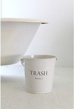 Use an old popcorn tin for a trashcan