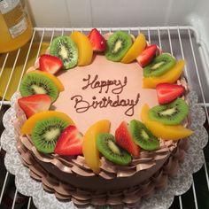 Chocolate cake with fruit Easy Birthday Cake Recipes, Oreo Cake Recipes, Fruit Birthday Cake, Cake Decorating Videos, Cake Decorating Techniques, Food Cakes, Cupcake Cakes, Chocolate Fruit Cake, Fresh Fruit Cake