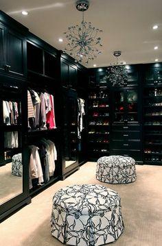 schwarz kleiderschrank bezogen muster weiß  lackiert hocker: black is beautiful