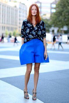 Manon porte des shorts disproportionnes.