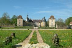 Château de Commarin ►► http://www.frenchchateau.net/chateaux-of-bourgogne/chateau-de-commarin.html?i=p