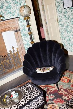 gucci opens pop-up 'apartment' store during milan design week Architecture Restaurant, Interior Architecture, Interior And Exterior, Bric À Brac, Interior Design Minimalist, Living Spaces, Living Room, Milan Design, Lounge Areas