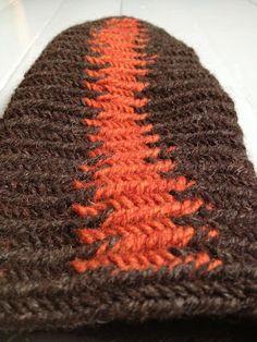Nalbinding: stripes.