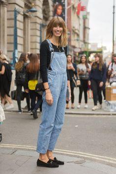 Pin for Later: S'habiller Comme une Blogueuse Mode Est Bien Plus Facile Que ce Qu'il N'y Parait Au Printemps, La Salopette La salopette a fait un grand retour cette année, et la tendance n'est pas prête de s'arrêter. Le mieux? Vous pourrez la porter avec absolument tout.