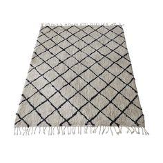 Nádherný stylový ručně tkaný koberec s jemným vlasem.  Klasický nestárnoucí vzor.  Úžasný bavlněný materiál.