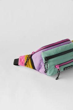 RIÑONERA TÉCNICA MULTICOLOR - Morado   ZARA España Fanny Pack, Zip Around Wallet, Packing, Wings, Zippers, Tejidos, Hip Bag, Bag Packaging, Waist Pouch